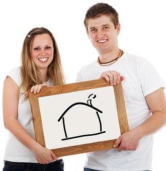 Jeune couple prêt à déménager