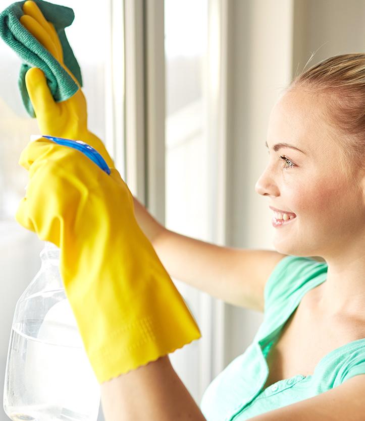 Nettoyage des vitres avec le chiffon