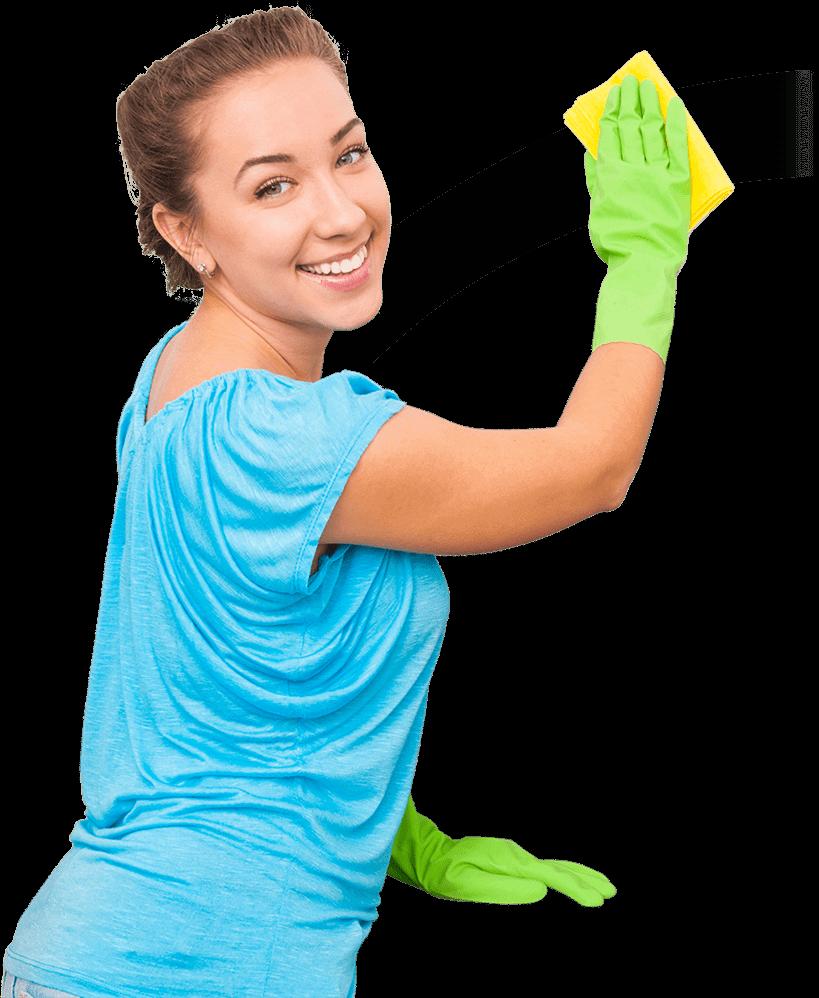 Jolie femme fait le nettoyage